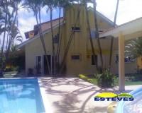 SOBRADO EM 03 LOTES A 80 METROS DA PRAIA.  05 dormitórios (04...