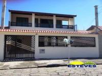 AMPLO SOBRADO NO CENTRO A 100 METROS DA PRAIA. 06 dormitórios...