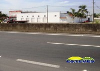 SALÃO PARA LOCAÇÃO Amplo salão comercial, com 5 portas de frente...