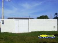 CASA TÉRREA: 02 dormitórios (01 suíte), sala, cozinha, wc social,...