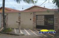 CASA TÉRREA A 300 METROS DA PRAIA.  03 dormitórios, sala em...