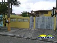 CASA ASSOBRADADA: Parte Baixa: 01 dormitório, sala, cozinha americana,...